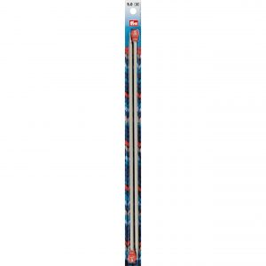 [:en]PRYM Knitting Needles 5.00 mm 35 cm - 191-467 The light single-pointed knitted needles in aluminium in a variety of lengths and gauges are the ideal needles for every knitter. The non-porous, wear-resistant shaft allows the stitches to glide effortlessly over the needles. A further feature is the finely rounded point, which ensures that stitches are picked up without splitting the yarn. The needle gauge is colour-coded on the head of the knitting needle - this means that you can find them more quickly in your handicraft basket. The aluminium knitting needles are available in pearl grey in 25 to 40 cm lengths in many gauges.[:de]PRYM Jackenstricknadeln 5,00 mm 35 cm - 191-467 Bei den leichten Jackenstricknadeln aus Aluminium findet jeder die optimale Handarbeitsnadel für sein Strickgut in vielfältigen Längen und Stärken. Durch den porenfreien und abriebfesten Schaft gleiten die Maschen beim Stricken völlig mühelos über die Nadeln. Ein weiteres Highlight ist die fein abgerundete Spitze, die ein Aufnehmen der Maschen gewährleistet, ohne das Garn zu splitten. Die Nadelstärke ist farblich codiert am Kopf der Stricknadel platziert – dies garantiert ein schnelles Auffinden im Handarbeitskorb. Die Stricknadeln aus Aluminium sind in den Längen 25 cm bis 40 cm in vielen Stärken in Perlgrau erhältlich.[:da]PRYM Strikkepinde 5,00 mm 35 cm - 191-467 The light single-pointed knitted needles in aluminium in a variety of lengths and gauges are the ideal needles for every knitter. The non-porous, wear-resistant shaft allows the stitches to glide effortlessly over the needles. A further feature is the finely rounded point, which ensures that stitches are picked up without splitting the yarn. The needle gauge is colour-coded on the head of the knitting needle - this means that you can find them more quickly in your handicraft basket. The aluminium knitting needles are available in pearl grey in 25 to 40 cm lengths in many gauges.[:]